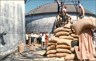 TRADITIONAL FOOD GRAIN STORAGE STRUCTURES IN NANDURBAR DISTRICT