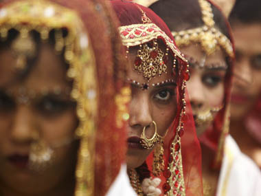 ATTITUDES TOWARDS DOWRY: A COMPAIRATIVE STUDY BETWEEN MARRIED AND UN MARRIED WOMEN.
