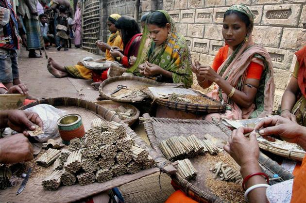 PRESENT STATUS OF BEEDI LABOURER : A CASE STUDY ON JANGIPUR SUB-DIVISION, MURSHIDABAD DISTRICT, WEST BENGAL