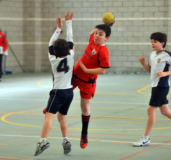 A STUDY ON RELATIONSHIP BETWEEN INTELLIGENCE AND  MOTOR FITNESS OF SCHOOL LEVEL HANDBALL AND  BASKETBALL PLAYERS