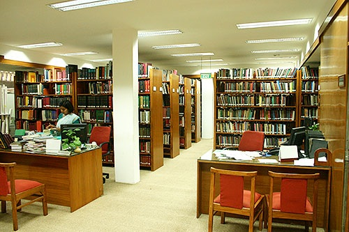 UTILIZATION OF LIBRARY RESOURCES AND SERVICES:  LITERATURE REVIEW