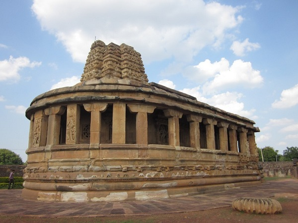 OPPORTUNITIES OF KARNATAKA'S  HERITAGE IN TOURISM DEVELOPMENT (A Study on Major Monuments Of  Karnataka)