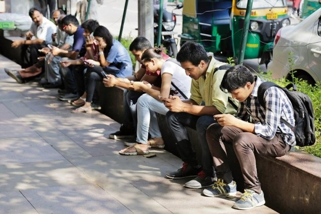 MOBILE PHONE ADDICTION IN ART AND SCIENCE  FACULTY IN COLLEGE STUDENTS.