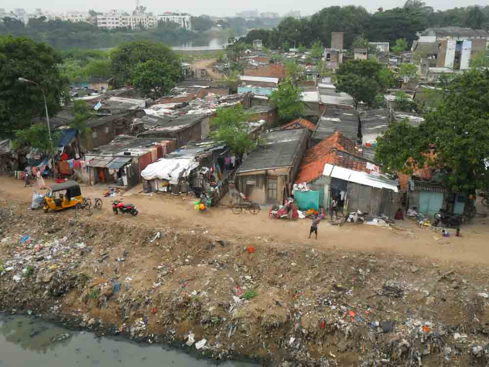 WOMEN HEALTH IN SLUM AREAS:  REVIEW EVIDENCE